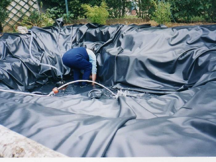 Un bassin de jardin tanche comment for Bache etanche bassin